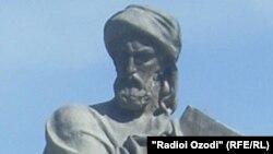 Памятник Авиценне в Душанбе