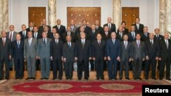 Временный президент Египта Адли Мансур вместе с новыми губернаторами