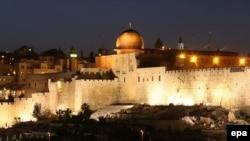 نمایی از دیوار شهر قدیم بیت المقدس و مسجد الاقصی