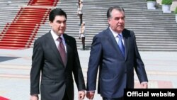 Türkmen we täjik prezidentleriniň çäre syýasatlary: Kim nämeden nägile bolýar?