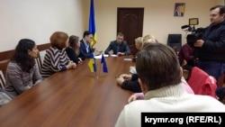 Крымчане в представительстве президента Украины в Крыму, Херсон, 22 ноября 2017 год