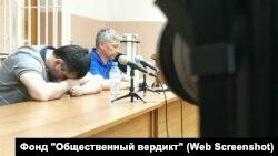 Руслан Рахаев. Архивное фото из зала суда, где оглашали приговор экс-полицейскому