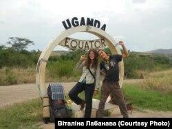 Віталіна Лабанава і Аляксей Антонаў на экватары, Уганда