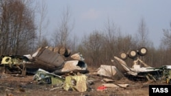 Обломки президентского Ту-154М под Смоленском (архивное фото)