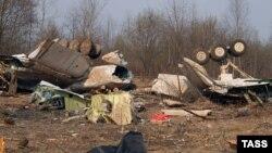 Уламки польського літака Ту-154М. Загинули 96 пасажирів, серед них і президент Польщі . Росія, аеродром під Смоленськом. 14 квітня 2010 року