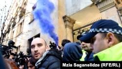 Гражданские активисты обещают массовые протестные выступления из-за сегодняшнего решения парламента