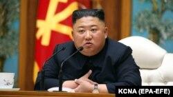 За даними державної агенції, лідер Північної Кореї Кім Чен Ин запровадив карантин у місті Кесон, де виявили людину з симптомами хвороби