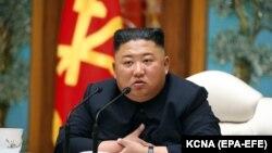 Հյուսիսային Կորեայի առաջնորդ Կիմ Չոն Ունը մասնակցում է Աշխատավորական կուսակցության քաղբյուրոյի նիստին, Փհենյան, 11-ը ապրիլի, 2020թ.