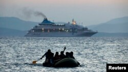 Мігранти з Пакистану пливуть до Греції, 19 серпня, 2015 (ілюстраційне фото)