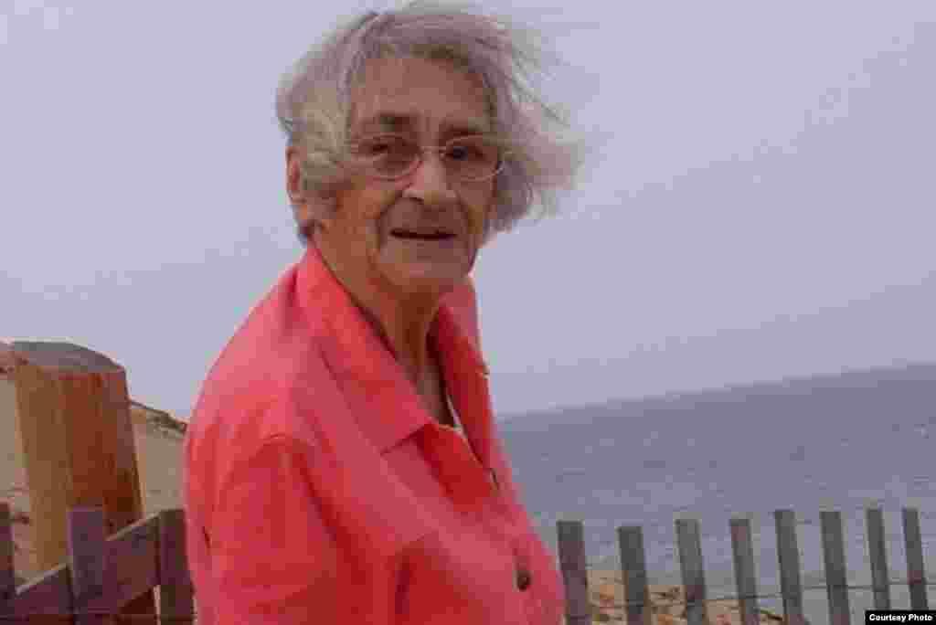 ელენა ბონერი, 1923 - 2011