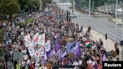 Хиляди унгарци излязоха на протест в Будапеща в защита на свободата на словото