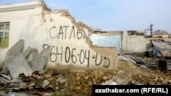 Корреспонденты Азатлыка сообщают, что более сотен домов по улицам Йолотен, Говурдак и Оспенко уже снесены.