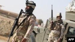 جنود عراقيون في نقطة تفتيش بمنطقة عين تمر