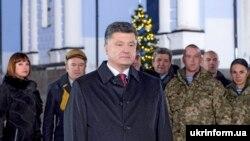 Петро Порошенко Яңа ел белән котлый