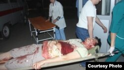 Журналист Лұқпан Ахмедьяровты жедел жәрдем ауруханаға алып келді. Орал, 19 сәуір 2012 жыл.