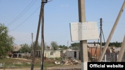Жители махалли «Дустлик» в Сардобинском районе Сырдарьинской области долгое время не могли получить компенсацию за разрушенное во время наводнения жилье.