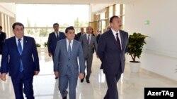 انتظار می رود که الهام علیاف (نفر اول از راست) برای بار سوم در انتخابات ماه اکتبر ریاستجمهوری شرکت کند.
