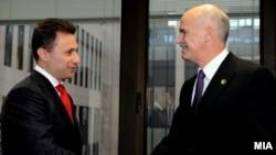 Ќе најдат ли решение? Премиерите Груевски и Папандреу