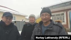 Белсенді Еркін Қазиев (оң жақта) жақтастарымен бірге. Алматы облысы, Қаскелең қаласы. 19 ақпан 2020 жыл.