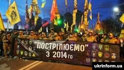 Участники марша украинских добровольцев по дороге в посольство России в Украине. Киев, 14 марта 2020 года