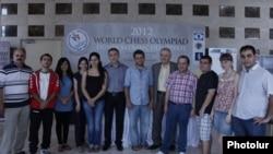 Շախմատի 40-րդ համաշխարհային օլիմպիադային մասնակցող Հայաստանի տղամարդկանց եւ կանանց թիմերը, Ստամբուլ, 27-ը օգոստոսի, 2012թ.