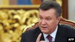 Виктор Янукович дар нишасти хабарии Киев