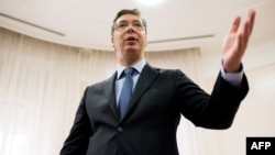 Serbia -- Serbian Prime Minister Aleksandar Vucic gestures during an interview with the AFP in Belgrade, September 14, 2016