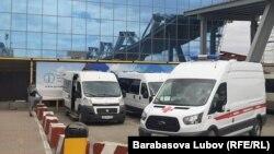 Машины скорой помощи на Сахалине (архивное фото)