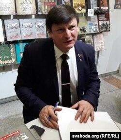 Ігар Марзалюк на кніжнай выставе