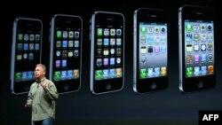 Apple şirkətinin rəsmisi Phil Schiller təqdimat zamanı