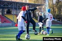 Алматыда жаңадан ашылған футбол академиясындағы жаттығу сәті. 19 қараша 2014