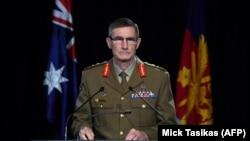 Angus Campbell tábornok, az ausztrál vezérkari főnök számol be a nyomozás eredményéről Canberrában, 2020. november 19-én.