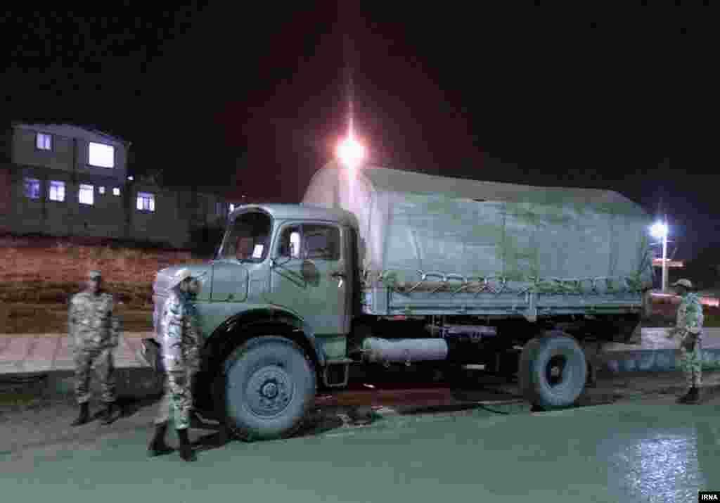 بنا بر گزارشها نیروهای امدادی و شماری از سربازان برای کمک راهی مناطق آسیبدیده شدهاند.