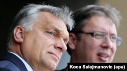 Венгрияда бош вазири Виктор Орбан (чапда) Сербия президент Александр Вучич билан.