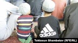 Кыргызстанда балдардын мектепке эмес, мечитке барган учурлары көп каттала баштады.