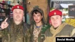Чеченские бойцы российской военной полиции в Алеппо (справа и слева)
