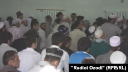 Муслимански верници во џамија