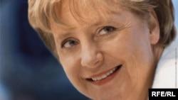 afiș electoral cu Angela Merkel