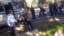 Полиция алаңға беттеген адамдарды ұстады