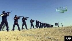 Кадр из пропагандистского видеофильма группировки сирийских исламистов «Ахрар Аль-Шам» показывает момент обучения военному делу в одной из местностей Сирии.