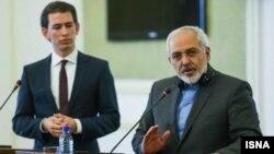 محمد جواد ظریف (راست) وزیر امور خارجه ایران همراه با همتای اتریشی خود، سباستین کرز.