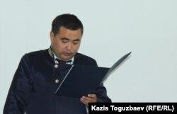 Судья Алмалинского районного суда города Алматы Кайрат Иманкулов зачитывает приговор по делу Жанны Умировой. Алматы, 14 июня 2017 года.