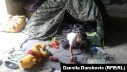 Adăpost temporrar pentru refugiați în localitatea Bihac, în Bosnia Herțegovina