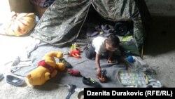 Илустрација - Дете во времен бегалски камп во Босна и Херцеговина