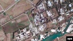 Спутниковый снимок ядерного комплекса Йонбен в 100 километрах от Пхеньяна