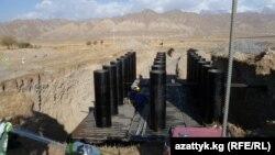 На месте планируемого строительства Верхненарынского каскада ГЭС.