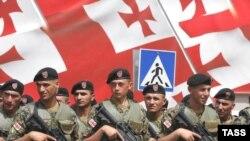 Müstəqillik günü ilə bağlı hərbi parad. Tbilisi, 2008