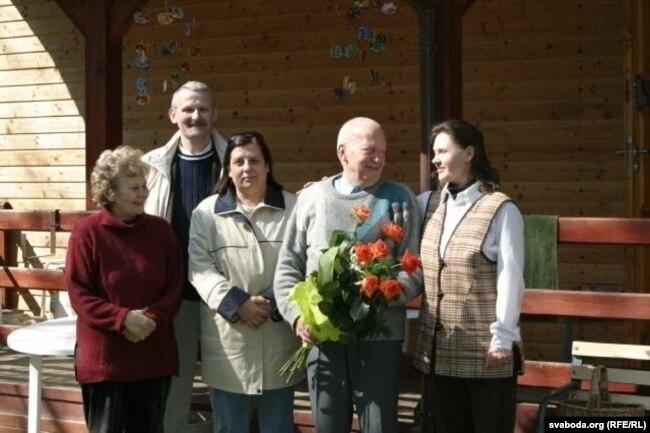 Юры Туронак зь сябрамі