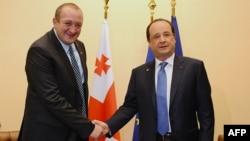 Georgian President Giorgi Margvelachvili (left) with French President Francois Hollande at the EUs Eastern Partnership summit in Vilnius on November 29.