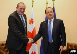 Президент Франции Франсуа Олланд (справа) и президент Грузии Георгий Маргвелашвили на саммите Восточного партнерства. Вильнюс, 29 ноября 2013 года.